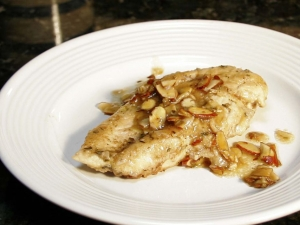 Skillet Chicken With Almonds